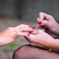 The ultimate benefits of becoming a nail artist